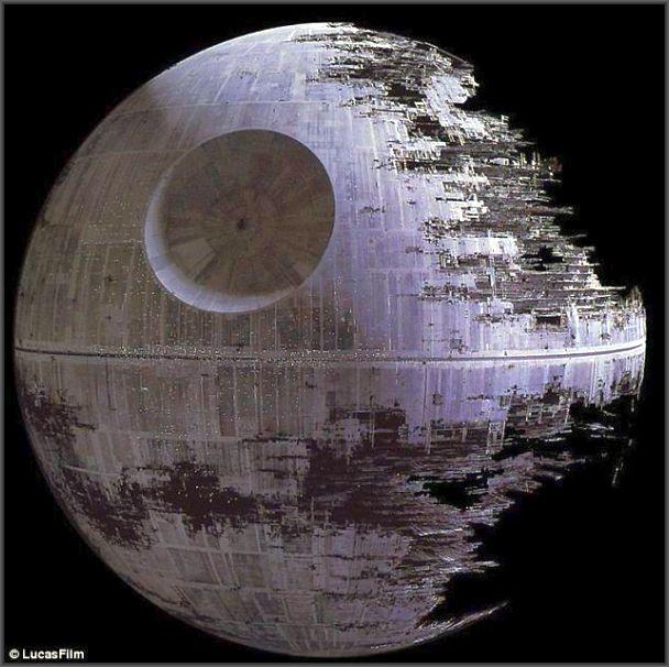 """A """"Estrela da morte"""" de Star Wars, em construção ."""