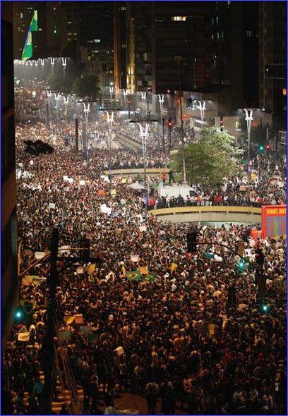 A população vai as ruas com 1 milhão de pessoas em São Paulo, e a imprensa comprometida com o governo contabiliza apenas 65.000.