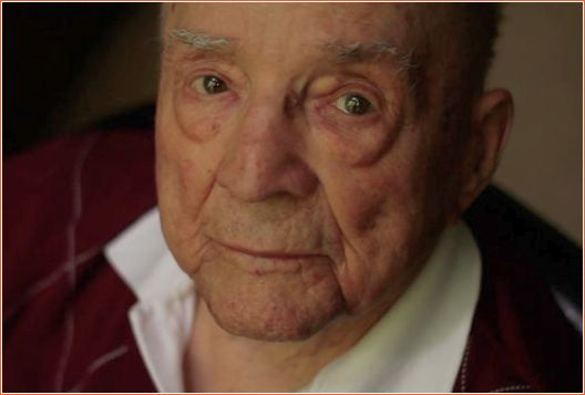 Declaradamente cego, Hal Lasko, 98 anos, que sobreviveu a 2 guerras ama pintar