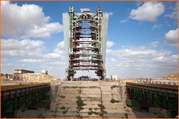 Plataforma de lançamento do Buran, totalmente abandonada e sucateada