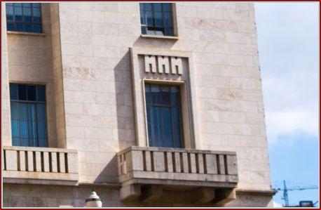 Um conjunto de janelas no 5° apresenta as letras MMM (tríade Matarazzos), onde ficavam as diretorias, o Conde e demais familiares. É neste andar que está também o Gabinete do Prefeito nos dias atuais.