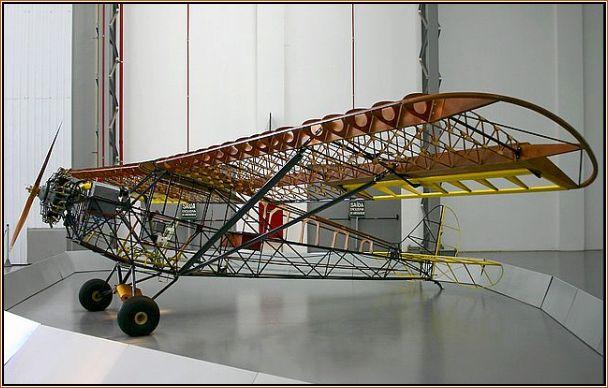 EAY-201 Ypiranga – Deste modelo saiu um dos maiores sucessos da indústria aeronáutica brasileira. Encontra-se em exposição no Museu da TAM em São Carlos, SP