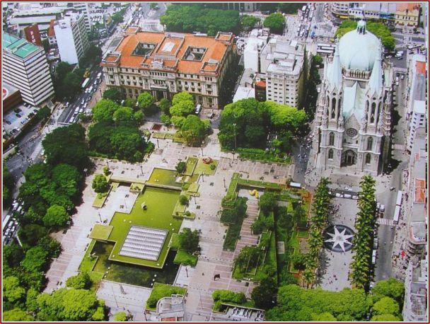 """A """"nova"""" Praça da Sé, incorporando a Praça Clóvis Beviláqua, 39 anos depois"""