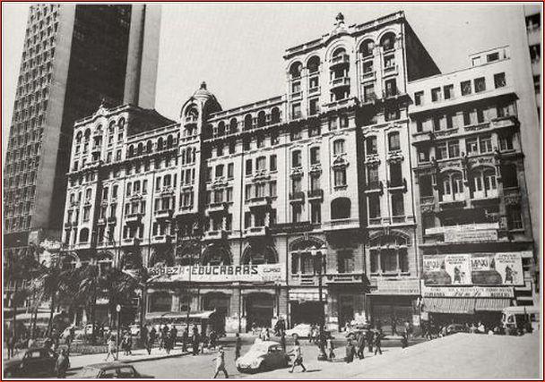 O Palacete em seus dias de decadência (1971), tento ao lado o majestoso Edifício Wilson Mendes Caldeira