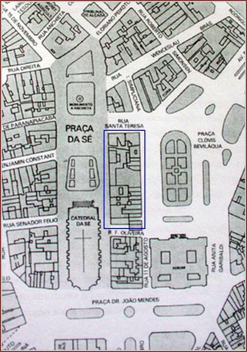 Mapa ilustrativo das duas praças, a esquerda Praça da Sé, e à direita, a Praça Clóvis Beviláqua, num cenário dos anos 50 e 60. O retângulo marcado irá desaparecer, e onde estão os principais ícones, O Edifício Mendes Caldeiria e o Palacete Cine Teatro Santa Helena.