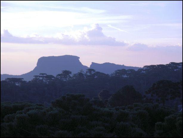 O esplendor da Pedra do Baú, aqui vista em sua face Sul, de Campos do Jordão, coleciona uma bela história de desbravamento.