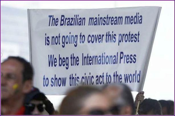 O desprezo de nossa mídia, que além de mostrar alienação, começa a ser denunciada explicitamente.