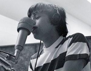 """Mick Jagger durante a gravação de """"I can´t get no, Satisfaction"""" nos estudios da RCA em Los Angeles, em 12 de maio de 1965."""