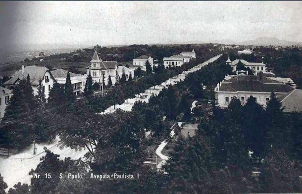 No início do século 20 a mansão Matarazzo (à direita) reinava absoluta naquela Av.Paulista dos barões (aqui em 1907)