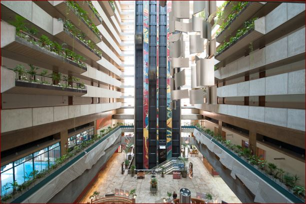 Maksoud_Plaza_Atrium_Lobby