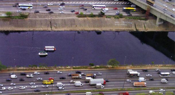 Agora oficial e legal, os rios e represas de São Paulo deverão ser agregadas ao sistema de transporte urbano. Os rios Tietê (foto) e Pinheiros seriam uma ótima opção para navegação de hovercrafts e integração com vários outros modais de transporte de passageiros.