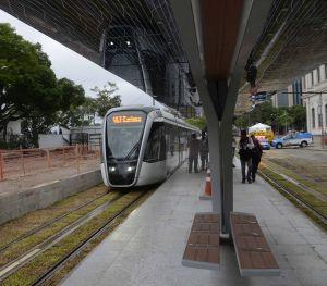 VLT Rio, em fase de testes na região portuária da cidade